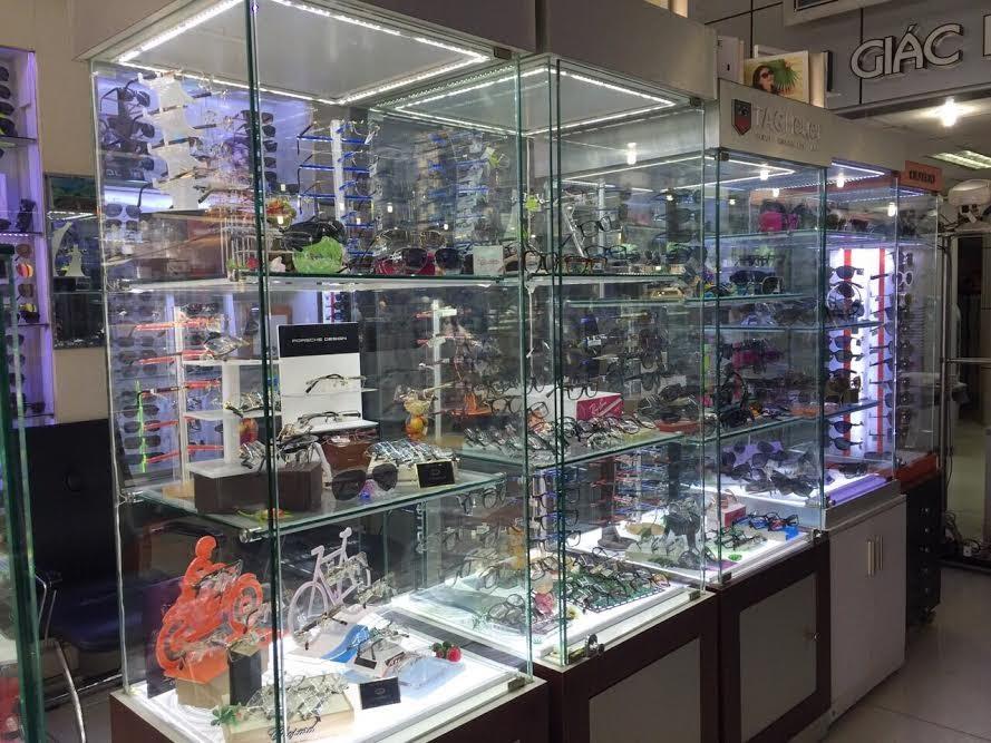 Cửa hàng kính thuốc chuyên nghiệp Quang Optic