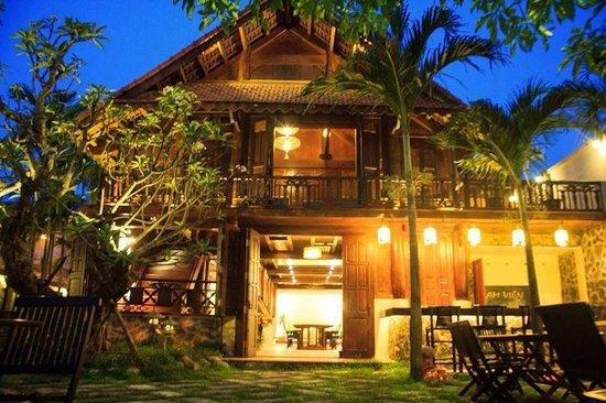 Nhà Hàng Việt Nam