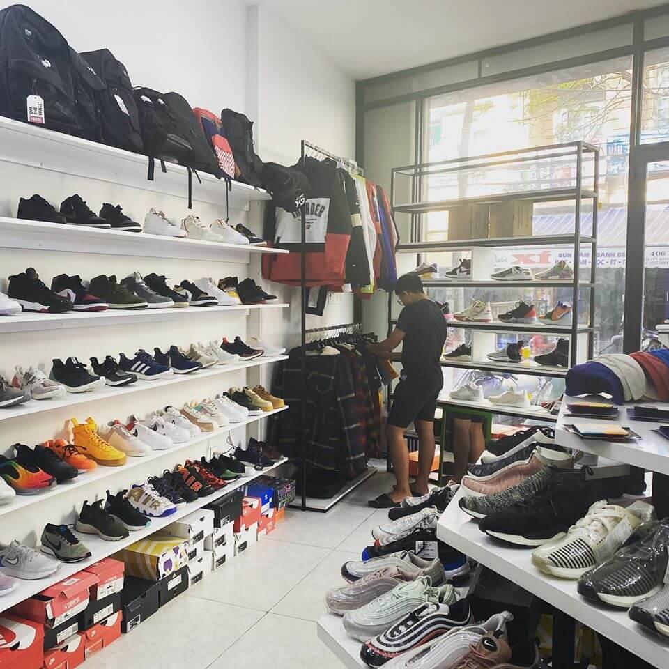 H2.sneaker Store