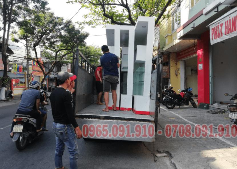 xe tải chở hàng Thần Tài Đến