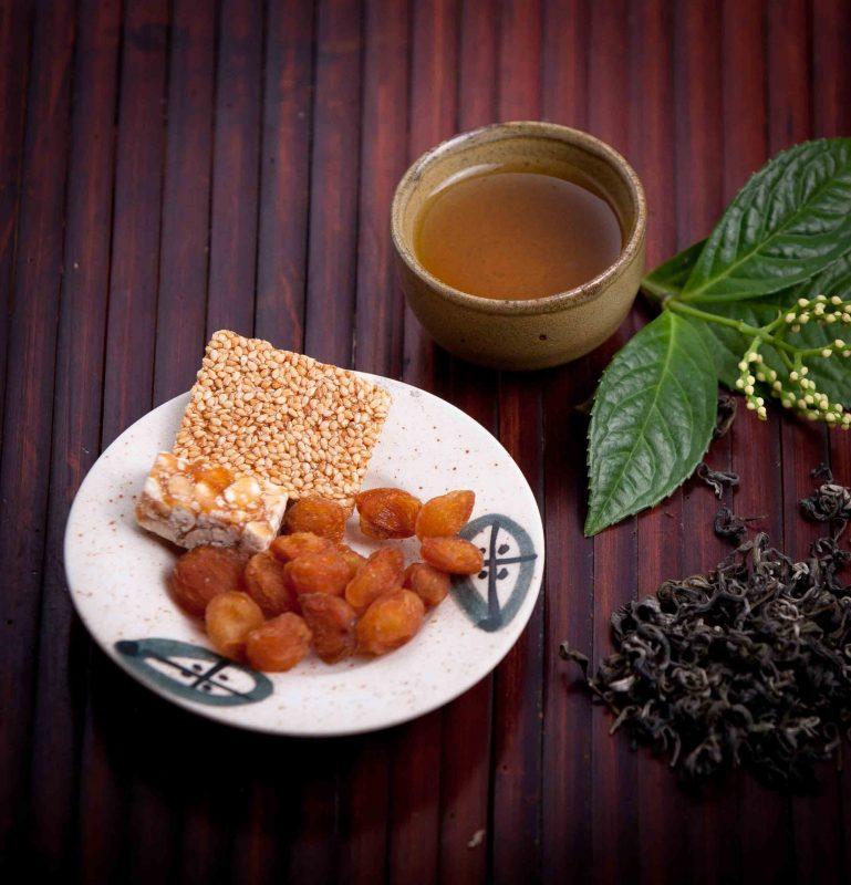 Không uống trà xanh sau bữa ăn