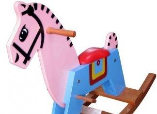 Ngựa bập bênh bằng gỗ